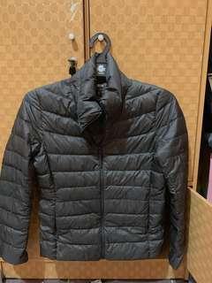 Jacket bulu angsa uniqlo ultra light hitam