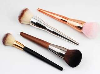 Quality makeup brushes set (4 brushes inclusive)