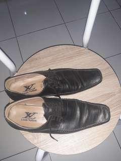 Sepatu pantofel hitam size 42