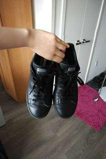 Adidas StanSmith 7.5 black leather