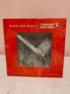 B737-800 Turkish Airlines 1:250 (new with box)