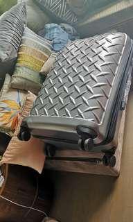行李箱一個大一個小大的799小699