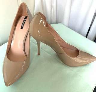 Le saunda New Nude Patent Leather Pumps (Size 36) 全新裸色漆皮高跟鞋