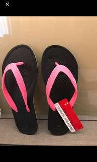 BN Authentic Under Armour Pink flipflop /slippers