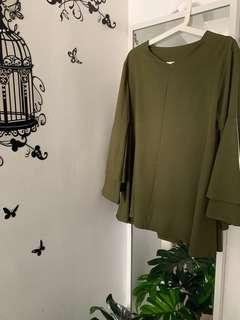 🚚 Flare sleeves blouse