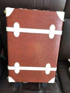 🚚 19 inch size Vintage feel brown and beige Luggage
