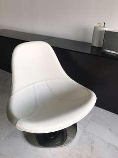 🚚 White leather swivel chair