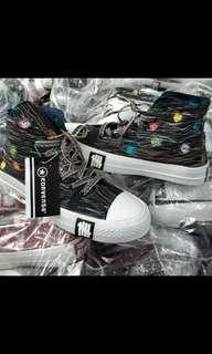 Sepatu allstars motif