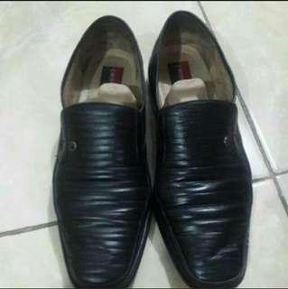 Sepatu Pantofel Pierre Cardin 43