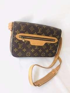 🚚 Louis Vuitton Vintage LV Monogram Canvas Shoulder Bag