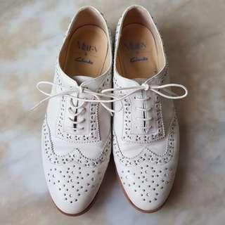 CLARKS Womens Brogues with Studs - Sz UK 7