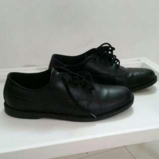 Sepatu Brodo