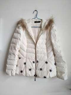 Winter Jacket with cap 白色有帽外套