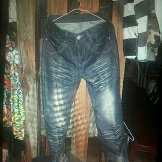 刺繡牛仔褲