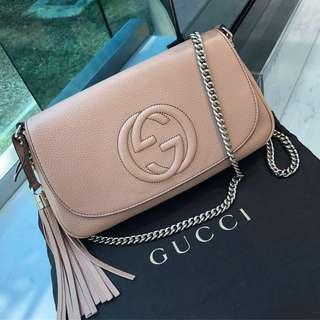 💛Cute and Functional!💛 Gucci Soho Flap Bag in Beige Calf Leather GHW
