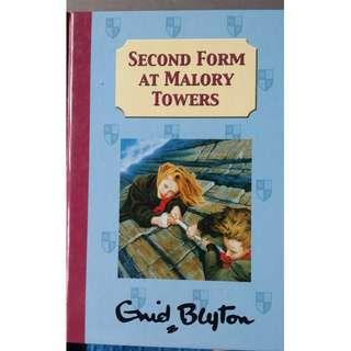 Second form at Malory Towers: Enid Blyton (Hardcover)