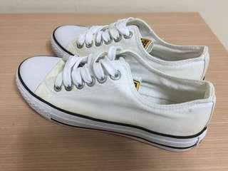🚚 全新 洗過一次 休閒鞋白色 37碼 23.5尺寸
