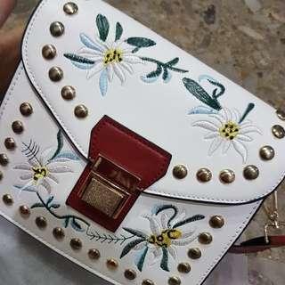 Tas Embroidered White Shoulder Bag