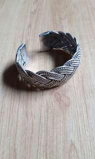 🚚 Braided silver bangle
