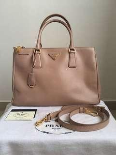 (Reserved) Authentic Prada Saffiano Lux Tote BN2274