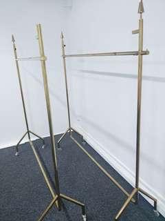 🚚 clothes railing