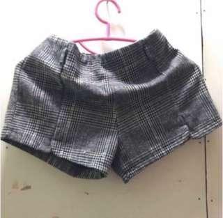 * 格仔紋短褲
