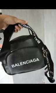 BALENCIAGA BAG BLACK OR WHITE