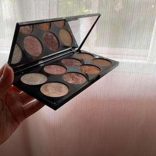 Makeup Revolution Ultra Blush Pallete in Golden Sugar
