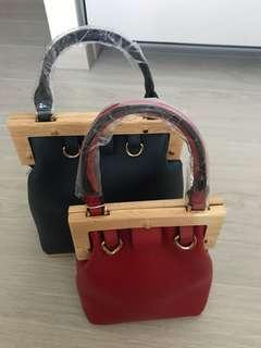 🚚 Hand carry wood frame bags