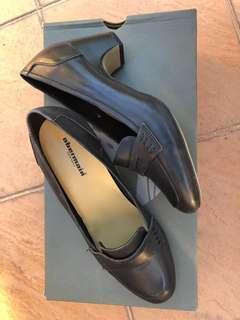 Black elegant shoes