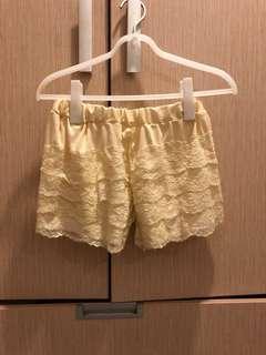 🚚 米色蕾絲小底褲