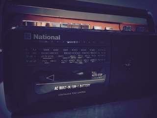 🚚 古董卡帶收音機