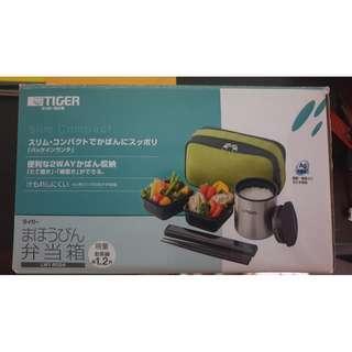 售日本 TIGER 虎牌 不鏽鋼 保溫飯盒 便當盒 1.2碗飯 提袋 LWY-R024