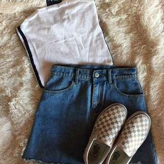 authentic brandy melville white jenny tube with 2 stripes