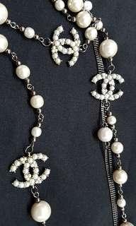 Chanel necklace pearls dark silver