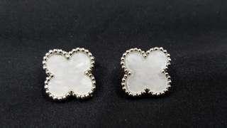 VCA Earrings Pearl Silver
