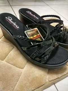 🆕 BNWT authentic Skechers wedges US8