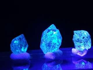 (3pcs) Natural Petroleum Quartz with UV Reactive from Pakistan