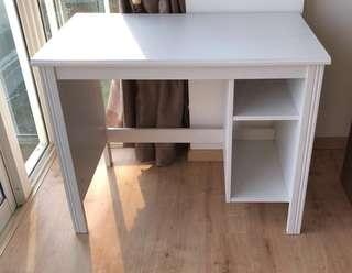 🚚 Desk / ikea / brusali