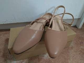 尖頭後簍空素面包鞋(肉粉色)