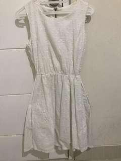 Dress putih merk ada woman