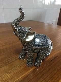 Display elephant