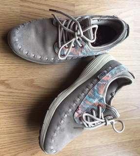 W.A.U shoe