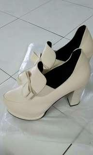 [free post sm] High heels pump shoes cream colour