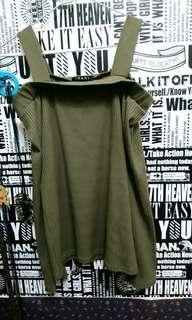 🚚 日本品牌 墨綠一字領針織上衣