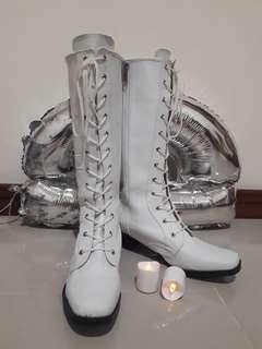 Sepatu Boots Putih Kulit Preloved