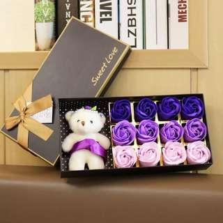 PREORDER 預訂🐻🌹French Style Chocolate Box Soap 12 Roses Bouquet Wedding Congratulations Thank You Graduation White Valentines Anniversary Mother's Day Lovers Baby Friendship Gifts Accessories Love 法式朱古力盒裝熊仔香皂味玫瑰花 12 朵 求婚示愛婚禮周年紀念 母親節百日宴禮物 祝福禮物