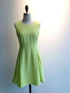 aalis's dress in lime