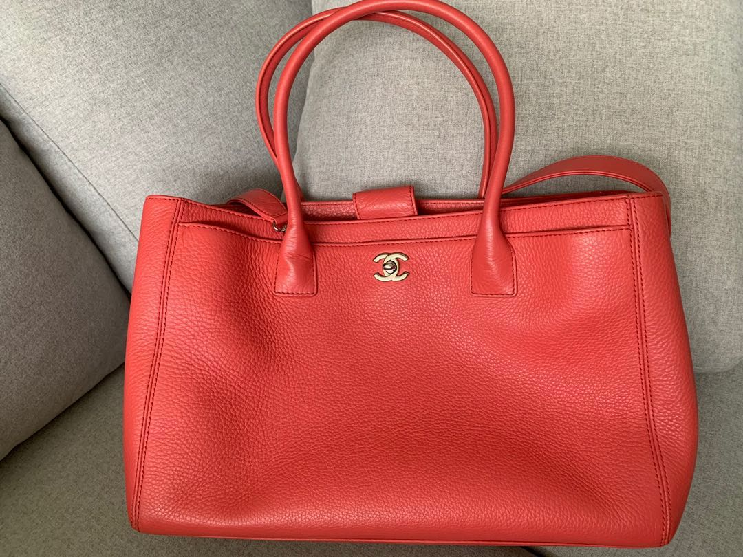 0c05ecc3a5eadf Chanel Executive Cerf Tote, Women's Fashion, Bags & Wallets ...