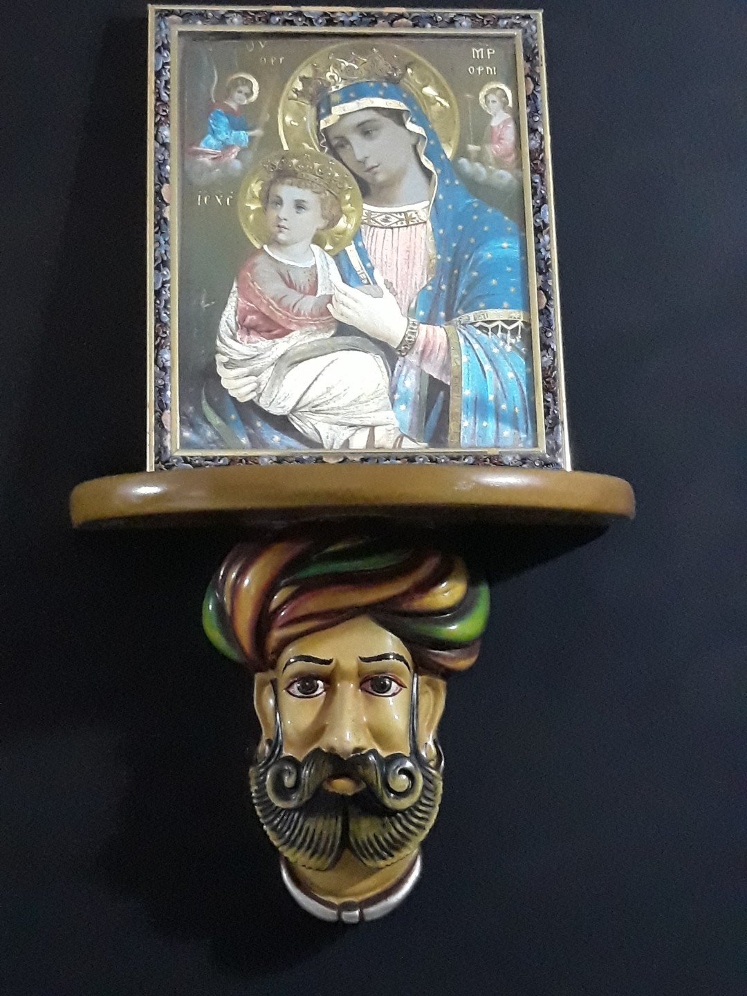 Indian king and queen wall holder